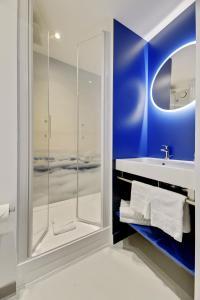 A bathroom at ibis Styles Paris Orly Tech Airport