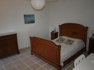 A bed or beds in a room at Mas de Coste
