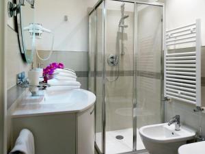 A bathroom at Ca' Degli Antichi Giardini Apartments