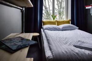 A bed or beds in a room at STF af Chapman & Skeppsholmen