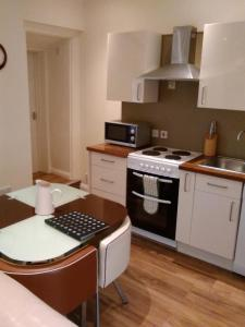 A kitchen or kitchenette at Brunswick Holiday Apartments