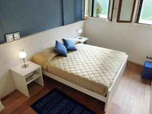 A bed or beds in a room at Ca' Degli Antichi Giardini Apartments