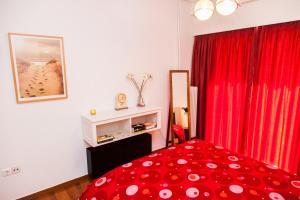 Postel nebo postele na pokoji v ubytování Calm Oasis Apartment in Marousi!