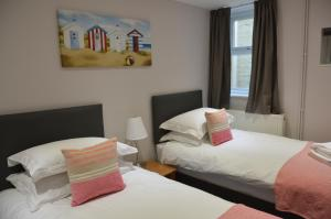 A bed or beds in a room at Kimberley House