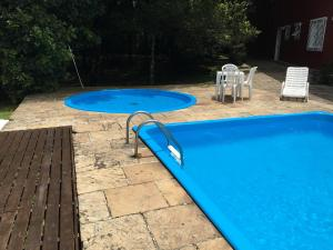 The swimming pool at or close to Hotel Galo Vermelho