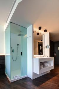 A bathroom at Olivia Balmes Hotel