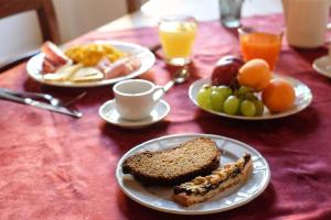 Breakfast options available to guests at Agriturismo La Filanda