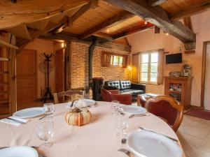 A restaurant or other place to eat at Fine holiday home in the surroundings of Vitry-aux-Loges near large swimming lake