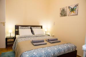 Postel nebo postele na pokoji v ubytování Athens Galatsi Spacious Modern Apartment