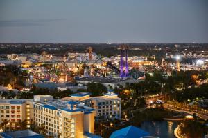Uma vista aérea de Universal's Aventura Hotel