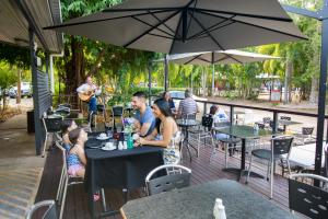 A restaurant or other place to eat at Hidden Valley Holiday Park Darwin
