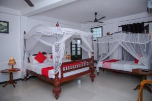Кровать или кровати в номере Sea View Deepal Villa 2