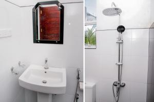 OYO 356 Ayodhya Resortにあるバスルーム