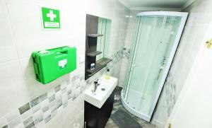 A bathroom at Suites & Apartments - DP Setubal