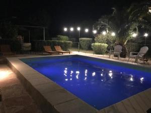 La pileta dentro o cerca de La Morada Aparts & Suites