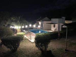 Una vista de la pileta en La Morada Aparts & Suites o alrededores