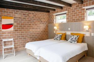 Een bed of bedden in een kamer bij Aan Noordzee Bungalow de Luxe