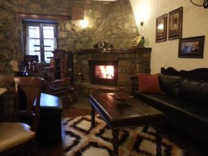 Ο χώρος του lounge ή του μπαρ στο Ξενώνας Αγκωνάρι