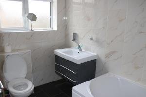 A bathroom at Double Ensuite Room in a Beautiful House