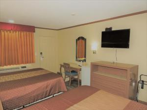 A bed or beds in a room at Highland Inn Las Vegas