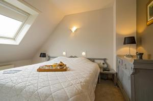 Een bed of bedden in een kamer bij Hotel Prins Boudewijn