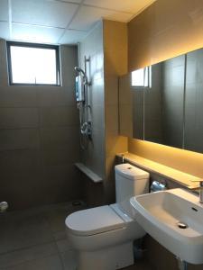 A bathroom at Senibong Suite 1