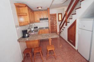 Kuchyň nebo kuchyňský kout v ubytování Montecarlo Apartamento40