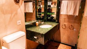 A bathroom at Hillsite Hotel Flims
