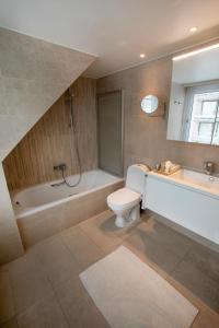 A bathroom at Hotel Atlanta Knokke