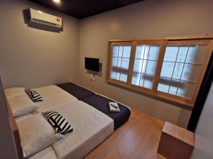 A bed or beds in a room at Tatami D'Tepi Laut - PANGKOR ISLAND