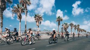Montar en bicicleta en Ben Yehuda Apartments o alrededores