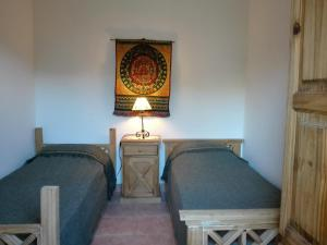 Una cama o camas en una habitación de Las Escondidas casa serrana