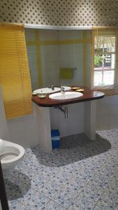 A bathroom at Linareva Moorea Beach Resort