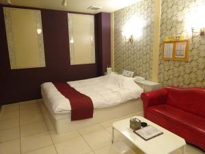 HOTEL Rplus 東松山にあるベッド