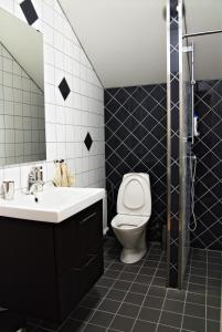 A bathroom at Pizza House Bed & Breakfast Simrishamn