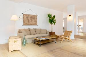A seating area at Can Beia Hostal Boutique