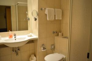 A bathroom at CAREA Residenz Hotel Harzhöhe