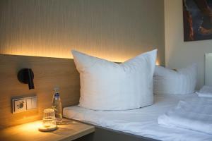 Ein Bett oder Betten in einem Zimmer der Unterkunft K6 Seminarhotel