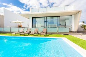 Het zwembad bij of vlak bij Villa Dream Siete