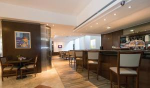 The lounge or bar area at Urquiza Apart Hotel & Suites
