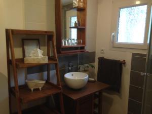 A bathroom at Chambre d'Hôtes Hola