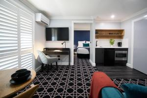 A kitchen or kitchenette at Country Comfort Armidale