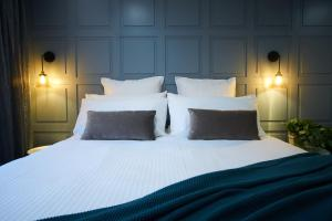 A bed or beds in a room at Country Comfort Armidale