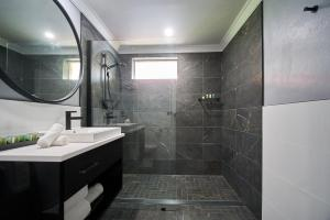 A bathroom at Country Comfort Armidale