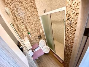A bathroom at Kvartira-studiia v ZhK Komfort Taun