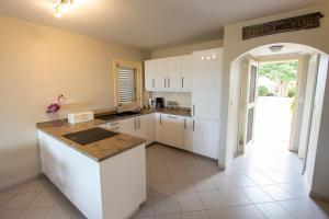 A kitchen or kitchenette at Seascape Port Bonaire 301