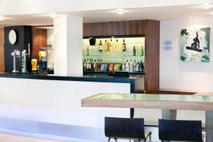 The lounge or bar area at Holiday Inn Express Tamworth