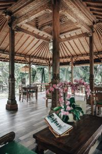 A restaurant or other place to eat at Bucu View Resort by Pramana
