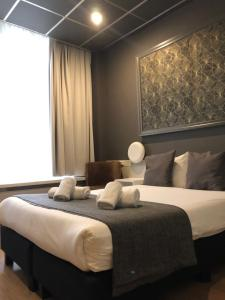 A bed or beds in a room at Grand Hotel Central