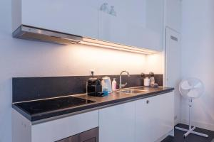 A kitchen or kitchenette at Book & Stay